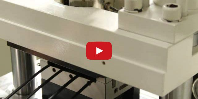 K75_1 Tie Bar injection molding machine - SR molding, close view
